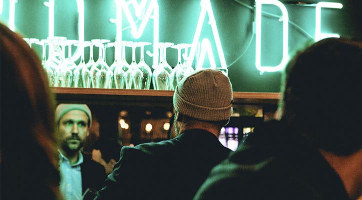 Posturea en Alicante en los pubs y locales de copas más modernos